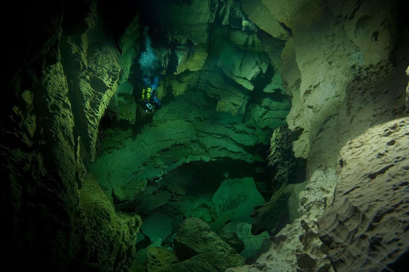 Een foto van een grot