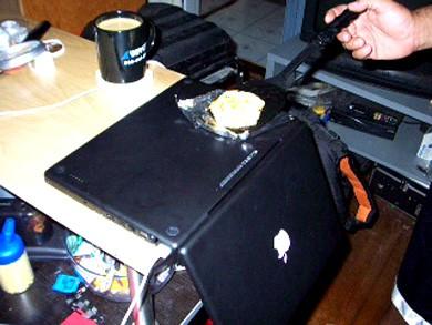 Macbook zwart met ei