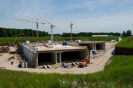 Nieuwe Coentunnel in bouwdok Barendrecht