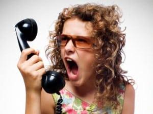 Boze dame aan de telefoon