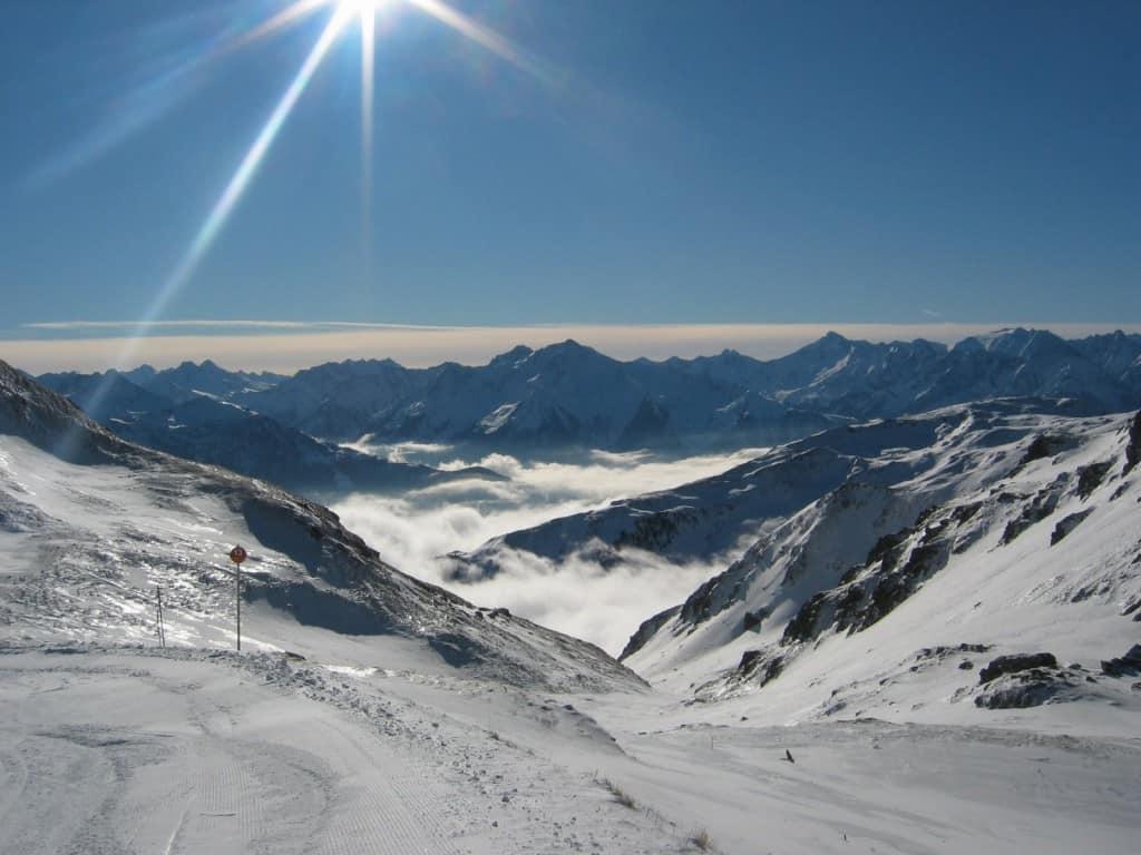 Wolken in het dal vanaf Hochfügen