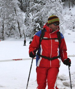 Skileraar in de sneeuw