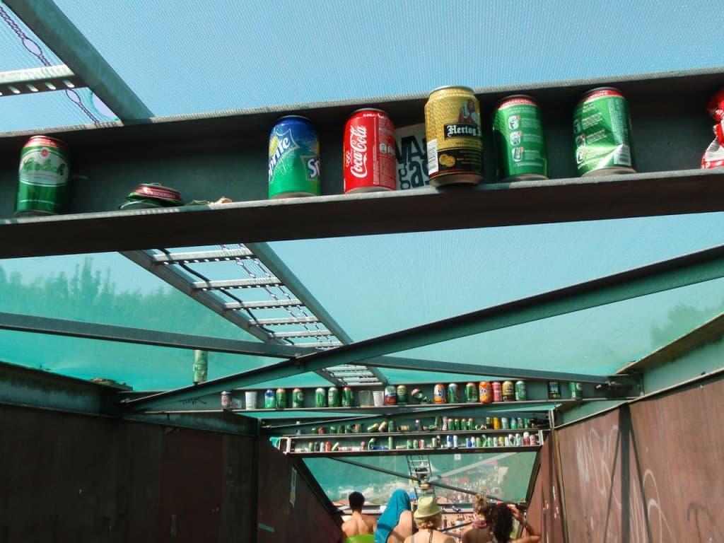 LL2012 - blikjes op de brug