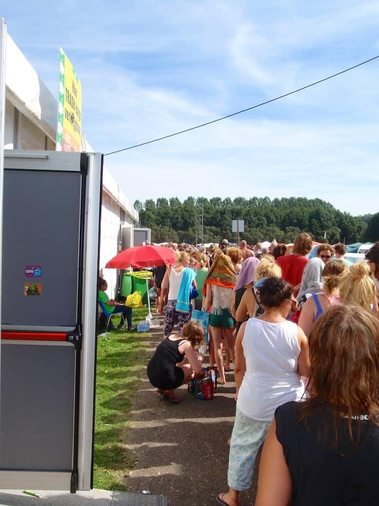 LL2012 - rij voor de douches