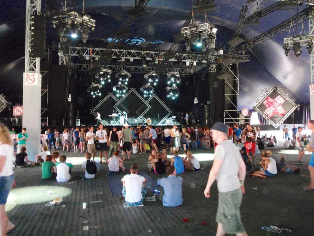 LL2012 uit de zon, in de tent