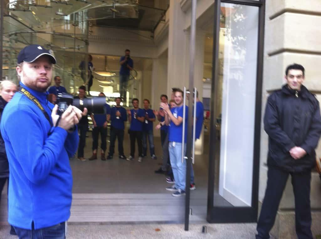 Applaudisserende Apple Store medewerkers