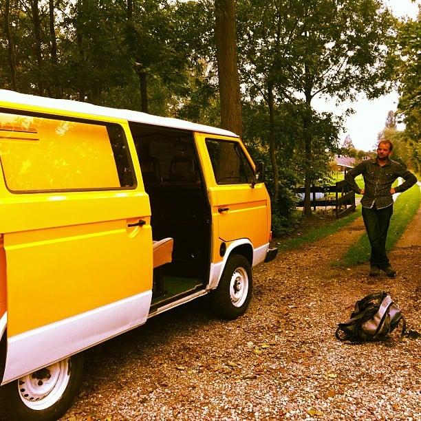 Gele VW bus T3